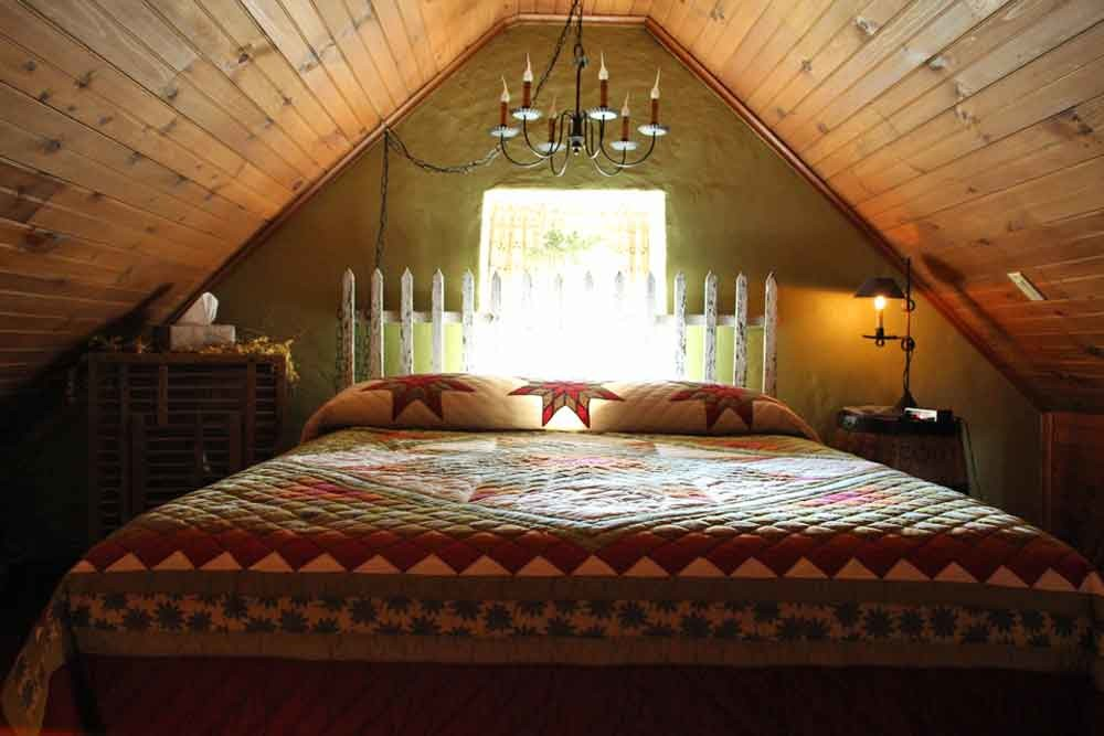 Olde Stone Guesthouse Farm Bed and Breakfast